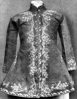 Piros selyem dolmány a XVIII. század első feléből.  (Gróf Bánffy Miklós  letéte a M. Nemzeti Múzeumban.) a5498d4d9b